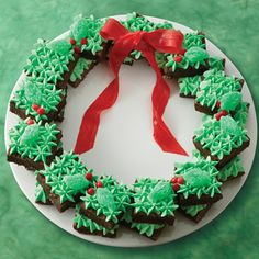 Some of the wreath is decorated with candy holly leaves and berries. Yet, it's all topped with a fruit roll up bow.