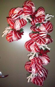 I used a similar deco mesh candy cane for last year's Christmas craft post. But I like this one much better for some reason.