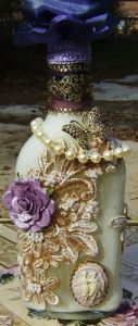 Love the pearls and flower on this. Wouldn't mind having this as a decoration.