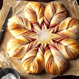 Last year, I showed bread like this shaped like a Christmas tree. This year I bring you a snowflake, which I actually like better.