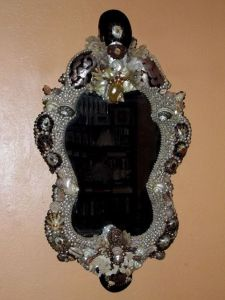This seems like the kind of mirror Ursula would own. Well, if she wasn't more into a simple design in her lair.
