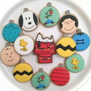 This set includes Snoopy and the gang. It even has a Charlie Brown tree ornament. Love these.