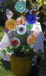 Yes, these are glass plates made into flowers. Don't ask me how it's possible. But I really love this one.