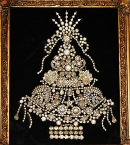 Yes, Christmas should be a time with things shining and sparkling. Still, this jeweled Christmas tree is a very resplendent piece.