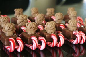 This one just consists of Teddy Grahams, a Snicker's bar, and 2 mini candy canes. They're so easy, kids could make them.