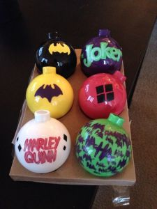 Consists of ornaments pertaining to Batman, the Joker, and Harley Quinn. So fans would enjoy them.