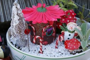 Like how the house is made to resemble a fairy abode with a petal roof. Of course, it has candy cane decoration as well.