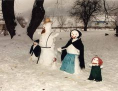 Yes, this is an Amish snow family. Yes, they're quite plain. But you should see them do a snow barn raising.
