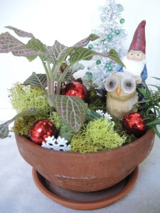 You can also see a Christmas tree with green beads. Love the owl which I think is a hoot.