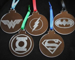 Consists of Wonder Woman, the Flash, Batman, Green Lantern, and Superman. And each has a different colored ribbon to hang from.