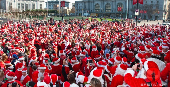 santacon-crowd