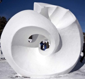 For me such snow sculpture pieces are only of decorative value. But it's quite interesting to see nevertheless.