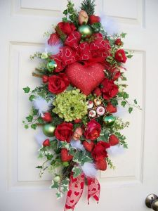 Sure it kind of resembles a Christmas decoration. But we should take note of the heart ribbon and chocolate box.