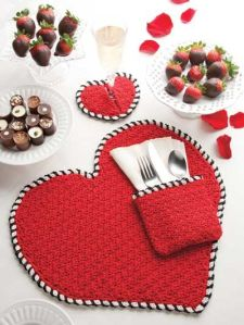 This ncludes a heart place mat, a heart closer, and a red silverware holder. Great for parties.