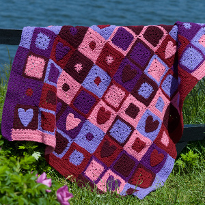 Comes in a great patchwork design with hearts of red, pink, and purple. Love it.