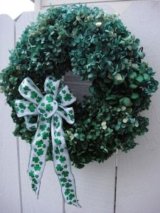 On second thought, green hydrangeas aren't very naturalistic. Though the petals can pass as leaves here.