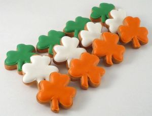 So if you're proud and Irish, these would be perfect for your St. Patrick's Day dessert platter. Though you wouldn't find a 4-leaf clover among them.