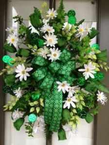 Guaranteed to make an impression on guests this March 17. Love the green bow.