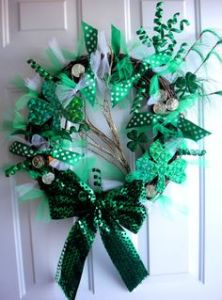 For those who aim for more whimsical decorations, this one is certainly for you. It's all green with bows, gold coins, and shamrocks.