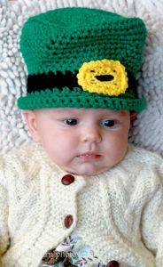 This little leprechaun hat even has a buckle in front. So cute.
