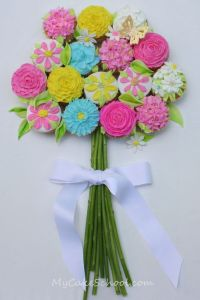 Yes, this is another cupcake bouquet. But this one isn't in a vase but flat. Still, love the flowers.