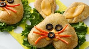 This one is made from heart bun with ears added. Even has a face thanks to cheese, olives, and carrots.