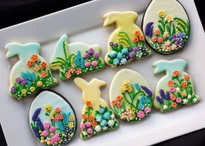 Each one of these contains a lovely iced flower scene that could only come from a bakery. Nevertheless, these are surely beautiful.