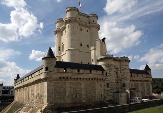 1024px-Chateau-de-Vincennes-donjon