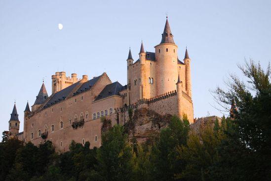1024px-Exterior_Alcazar_Segovia
