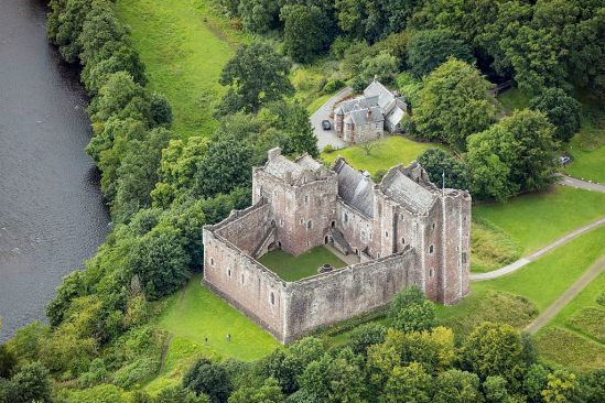 Scotland-2016-Aerial-Doune_Castle_(and_Castle_keeper's_cottage)