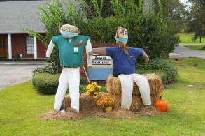 Dentist1Scarecrows