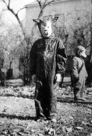 61ab0798aa53f32399f16fc2980381b0--creepy-costumes-vintage-halloween-costumes