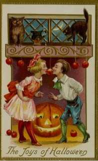Bobbing_for_Apples_Vintage_Halloween_Postcard