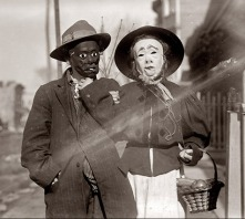 creepy-vintage-halloween-costume