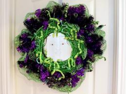 Original-Jen-Perkins_Medusa-Halloween-Wreath_h.jpg.rend.hgtvcom.966.725