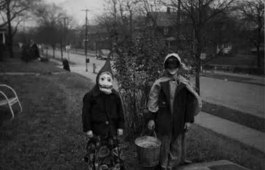 scary-vintage-halloween-creepy-costumes-109-57fc8c2c81d24__605