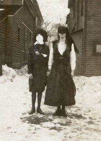 scary-vintage-halloween-creepy-costumes-121-57fc92640b43e__605