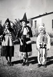 scary-vintage-halloween-creepy-costumes-36-57f65ce2a6aa8__605