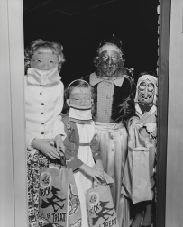 scary-vintage-halloween-creepy-costumes-82-57f7a3cc207b9__605