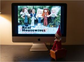 elf-watches-the-housewives