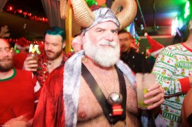 001-santa-bar-crawl-matt-baume-2017
