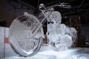 Ice-sculptures-exhibition-in-Hamburg