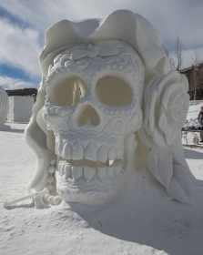 Skull-Snow-Sculpture