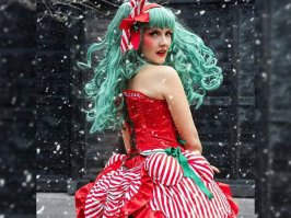 etsy-diy-candy-cane-halloween-santacon-christmas-costume-idea