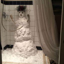 snowman-shower-snow-weird-prank-14248145827