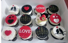 900x900px-ll-8efef54c_valentinesdaycupcakes1