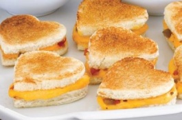 valentines-day-food-ideas-for-kids-mini-grilled-cheese-sandwhich
