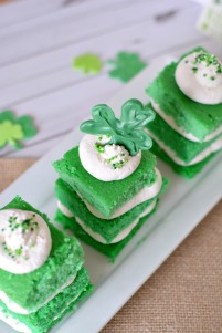 St.-Patricks-Day-Mini-Ombre-Cakes-Recipe-2