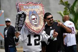 10980261_web1_raidersfans-aug18-18-3
