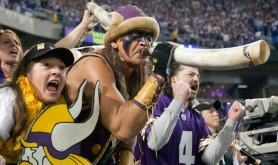 crazy-vikings-fan-rush